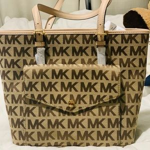 Michael Kors purse brand new. Never use